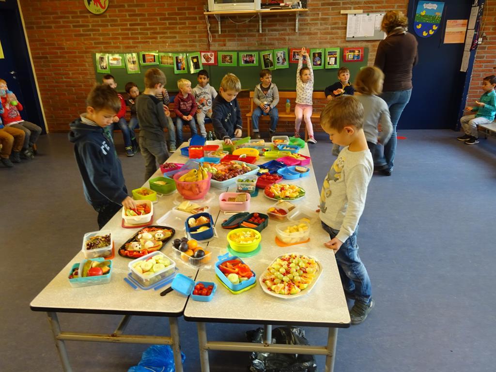 Gemeinsames Frühstück Im Kindergarten